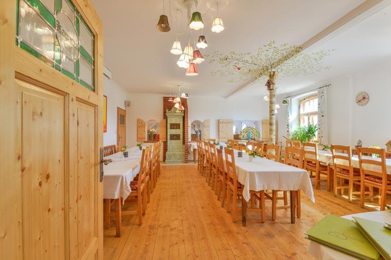 Großer Raum für Hochzeiten und Geburtstagsfeiern