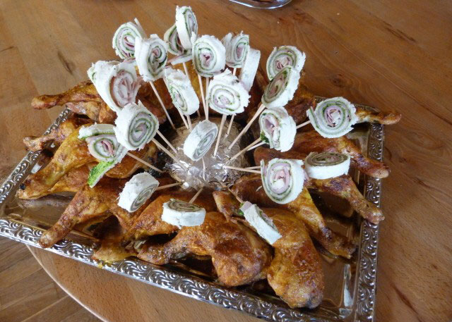 Hähnchenschenkel für Partygäste